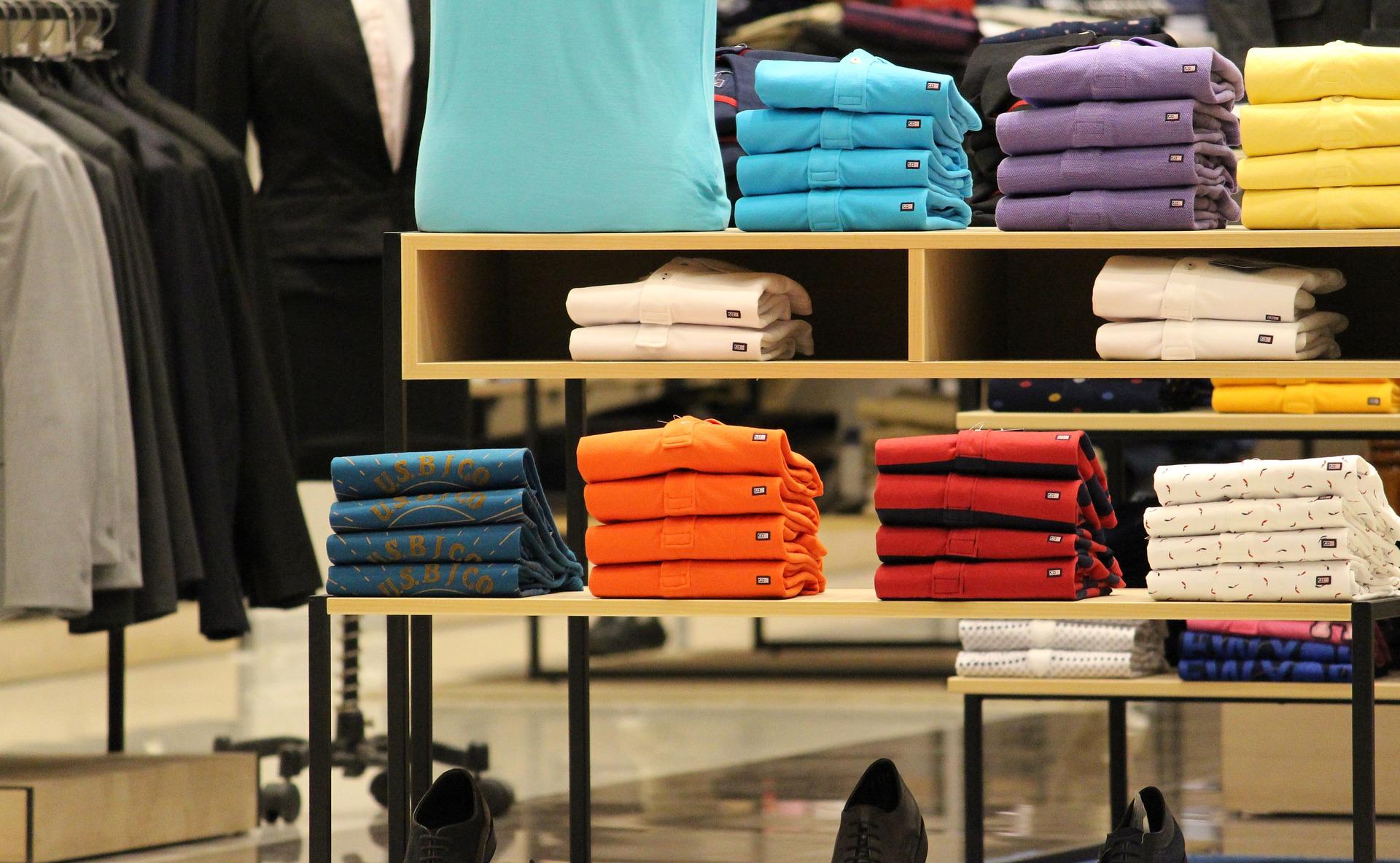 Mercado Libre lanzó su línea de indumentaria con marca propia y descuentos del 40%